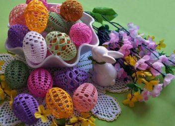 Чудові ідеї в'язаних великодніх яєць! 35 фото