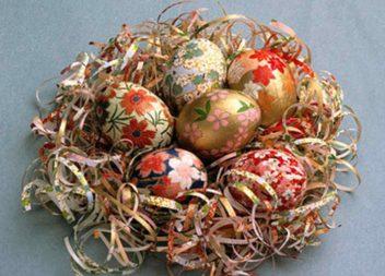 Декорування великодніх яєць папером. Клеїмо папір правильно!