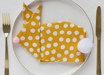 Як красиво скласти тканинну серветку на Великдень? Майстер-клас