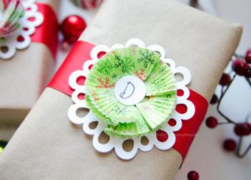 Декор з паперових формочок для кексів до свят