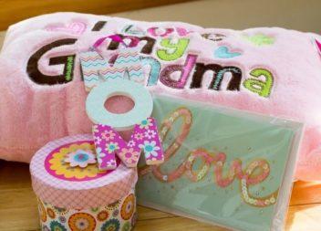 День матері: тематичний подарунок для бабусі