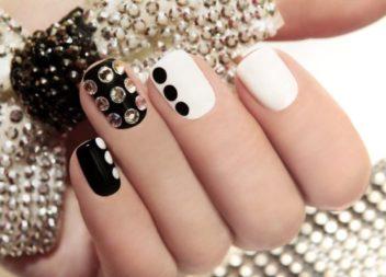 Декор нігтів стразами: 20 ідей для манікюру