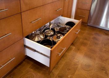 Зберігання каструль та сковорідок: 20 ідей для кухні