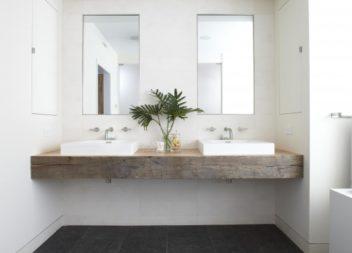 Дерево у ванній кімнаті: 21 приклад