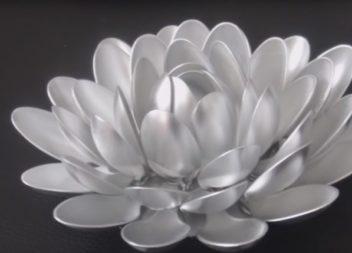 Свічник-лотос з пластикових ложок: відео майстер-клас