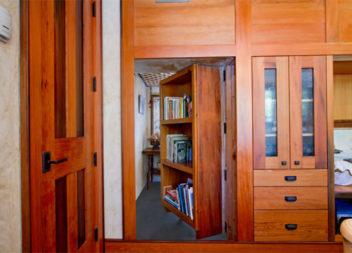 12 прихованих дверей