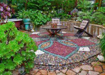 Декоруємо сад мозаїкою: 21 ідея