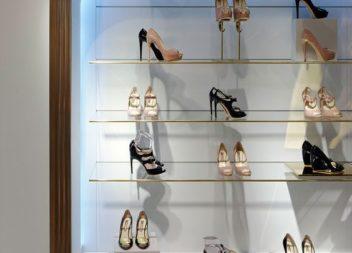 15 фото-ідей поличок та шаф для взуття