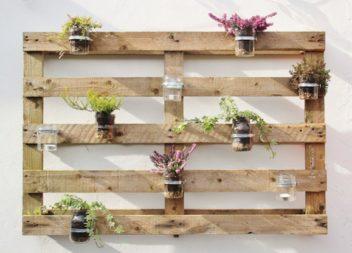 Наводимо красу у садку з допомогою дерев'яних піддонів: 16 фото-ідей