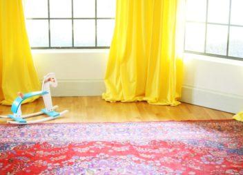 Вчимося робити жовті штори для дитячої кімнати: майстер-клас