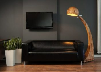 17 прекрасних ідей світильників із дерев'яними вставками