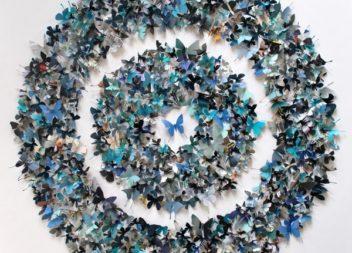 Декор стін метеликами
