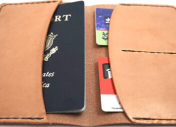 Шкіряна обгортка для паспорта самотужки