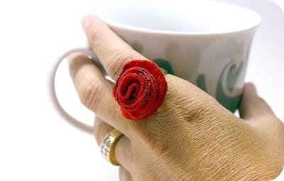 Каблучка з трояндою хенд-мейд
