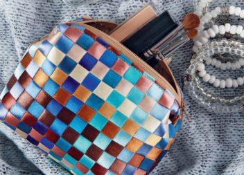 Плетена косметичка зі стрічок