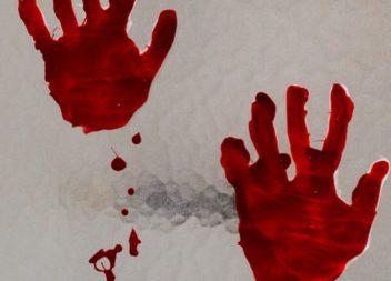 Кривавий відбиток руки
