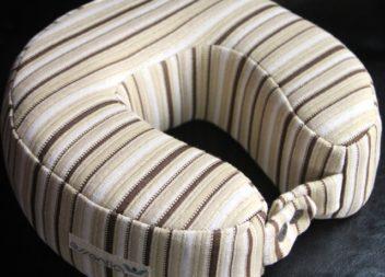 Подушка під шию для подорожей