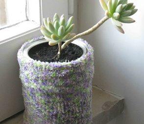 Утеплюємо вазон за допомогою шкарпетки