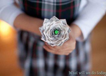 Ідея рукоділля: квіти зі скотчу