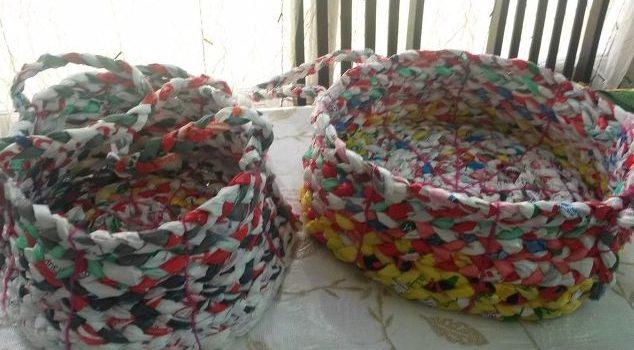 Плетемо корзинки з поліетиленових пакетів