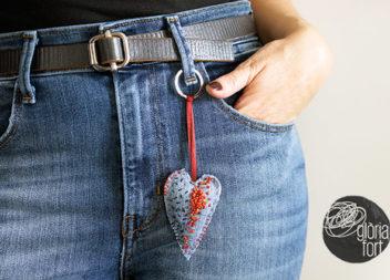 Брелок-сердечко: перетворюємо старі джинси в аксесуар