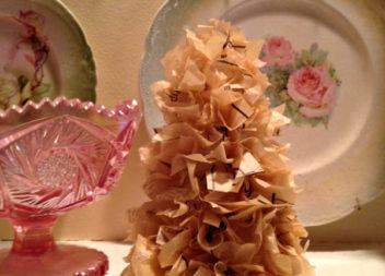 Незвична ялинка з паперу: святкове рукоділля