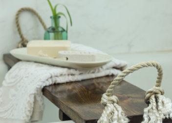 Столик для ванни: релаксуємо з комфортом