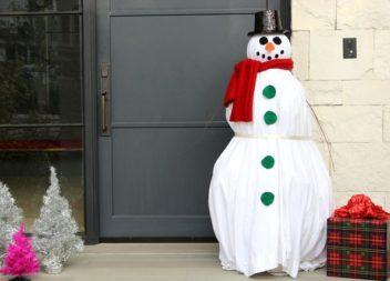 Декорація на вулицю: гігантський сніговик