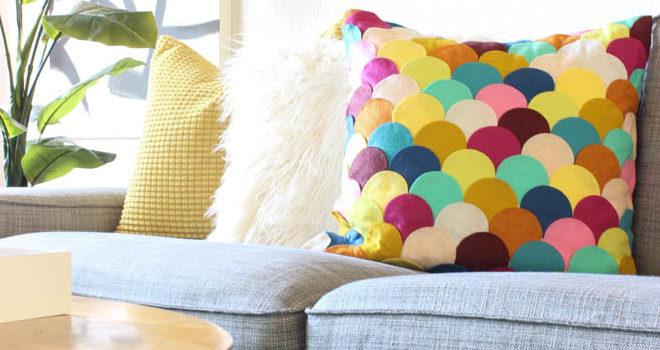 Декоруємо подушку кольоровими елементами