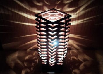 Декоруємо лампу: світильник у стилі модерн