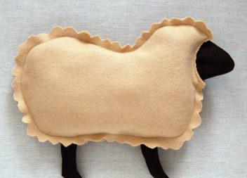 Шиємо подушку у формі овечки (Майстер-клас)