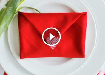 Сервіруємо стіл: конверт зі серветки