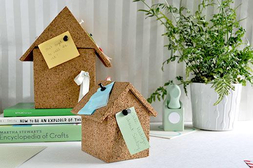 Будиночок-органайзер: ідея з коркового матеріалу