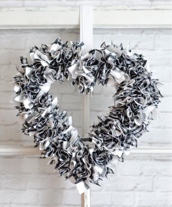 Венок на дверь ко Дню святого Валентина: 30 фото-идей