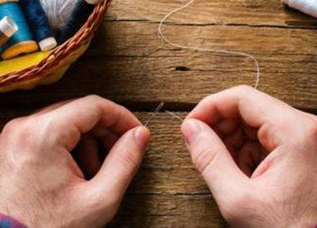 Ось найпростіший спосіб втягнути нитку в голку, який здивував увесь світ