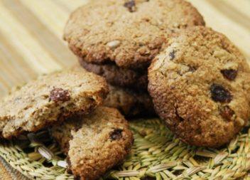 На вечір до молока: Простий рецепт смачного вівсяного печива