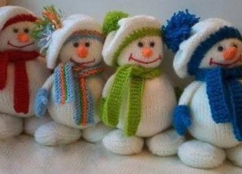 В'яжемо сніговика спицями. Детальний майстер-клас