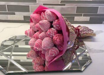 Полуниця в шоколаді: цей букет підкорить будь-яке серце!