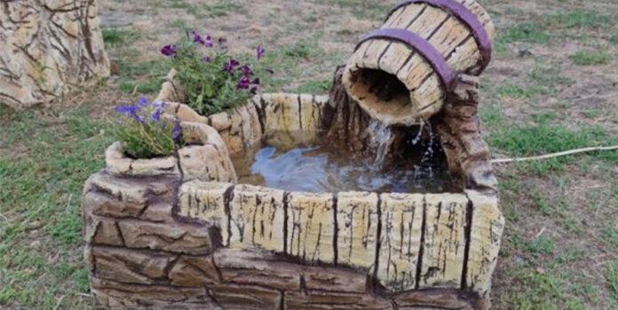 Із великого ящика та цементу можна створити шикарний фонтан для дому чи дачі