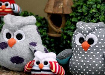 Кумедні сови, пошиті з яскравих шкарпеток. Майстер класи
